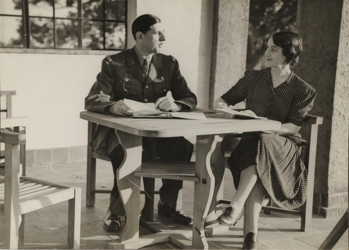 Le_général_de_Gaulle_et_son_épouse_à_Londres - Copie