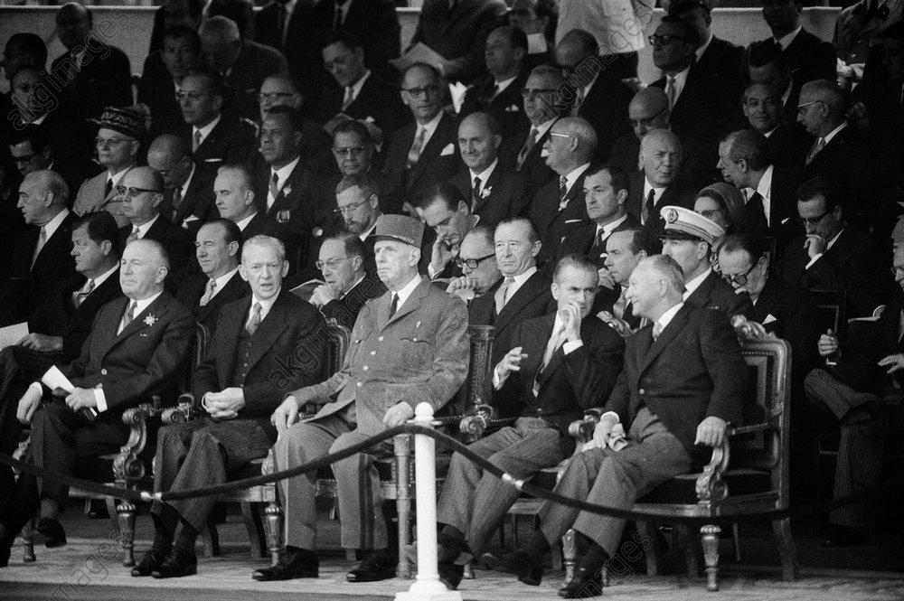 Charles de Gaulle u.a. am 14.Juli 1968 / Foto - - De Gaulle, défilé 14 juillet 1968.